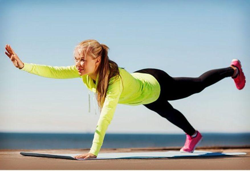 6 jógapóz a formás karizmokért | Jógapózok, Jóga, Fogyás