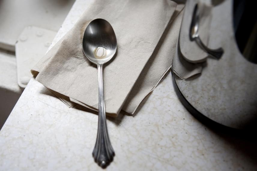 hogyan lehet eltávolítani a zsírt a serpenyőből