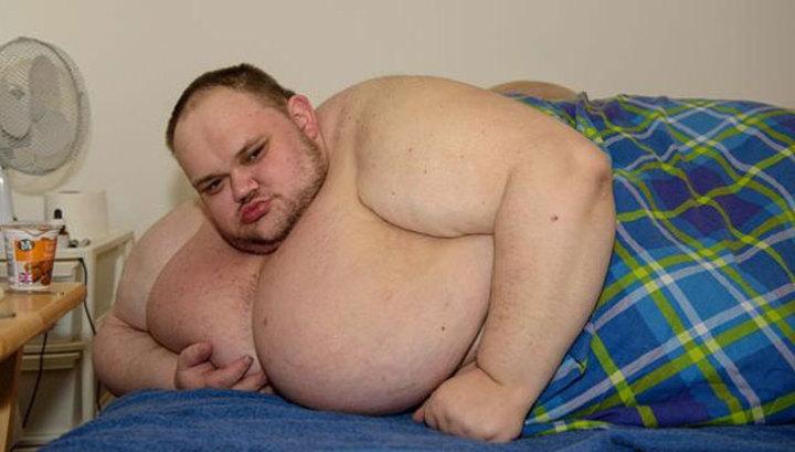 kövér fiúnak le kell fogynia elveszíti a hátsó zsírt súlyok nélkül