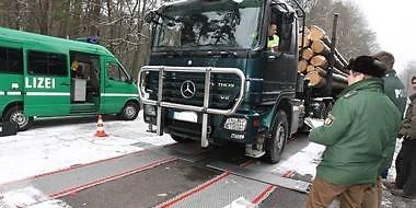 fogyni teherautó vezetése közben)