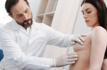 A mellbimbó kisütése a mellbimbóból. A mellkasból történő kisülés okainak kezelése