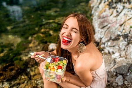 segít a nevetés a fogyásban? fogyni enni kis adagokat